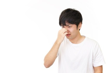 鼻茸は鼻や副鼻腔の壁(粘膜)が炎症によって腫れて垂れ下がり、キノコ状になったもの