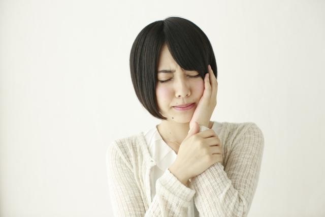 鼻の奥が痛い・頬の奥が痛い原因は虫歯であることがあります。